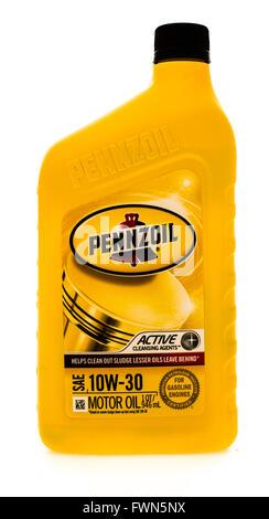 Winneconne, WI - 23 August 2015:  A quart of Pennzoil motor oil, - Stock Photo