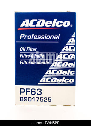 Winneconne, WI - 23 August 2015:  Box of an ACDELCO oil flter. - Stock Photo