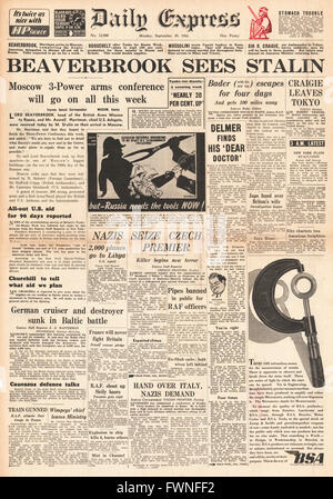 1941 front page Daily Express Lord Beaverbrook meets Stalin - Stock Photo