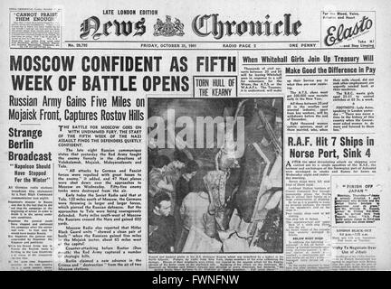 1941 front page News Chronicle Battle for Moscow, German U-boat U-558 torpedoes American destroyer USS Kearney and - Stock Photo