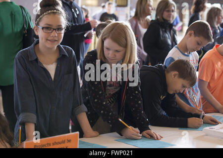 Kansas City, Missouri, USA. 5th Mar, 2016. Madison Avalos (left) and Megan Staggs (right), 5th graders, register - Stock Photo