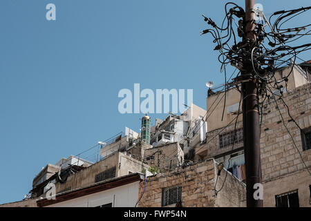Jerusalem, Israel. 7th April, 2016. Rooftops and a mosque minaret in Silwan. An estimated 500 Israeli Jews currently - Stock Photo