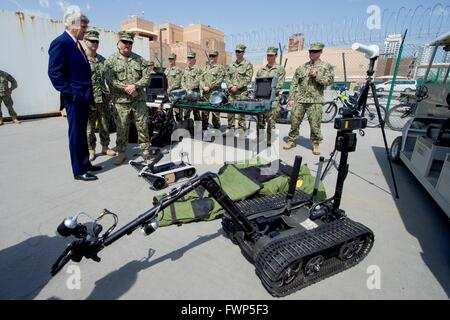 Manama, Bahrain. 7th April, 2016. U.S Secretary of State John Kerry watches a demonstration of an Explosive Ordnance - Stock Photo