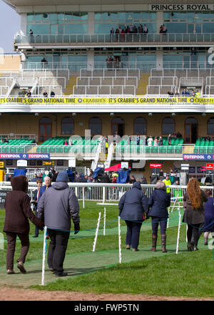 Liverpool, Merseyside, UK 7th April, 2016. Crossing point, Grand National Ladies first Day at Aintree. In light - Stock Photo
