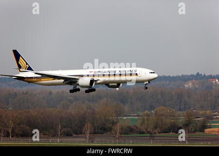 Singapore Airlines Boeing 777 landing at Franz Josef Strauss Airport, Munich, Upper Bavaria, Germany, Europe. - Stock Photo