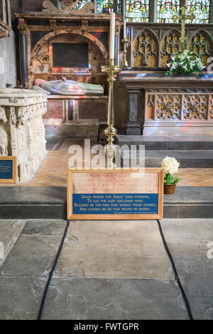 William Shakespeare grave, Shakespeare's burial place in Holy Trinity Church, Stratford Upon Avon, Warwickshire, - Stock Photo
