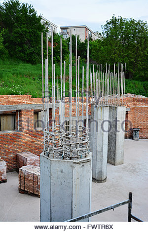 how to build a brick wall with pillars
