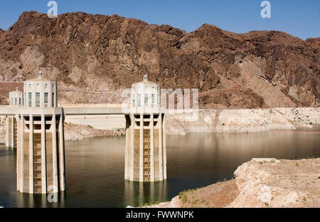 Hoover Dam intake stations showing low water levels - Stock Photo