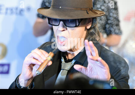 Berlin, Germany. 07th Apr, 2016. Singer Udo Lindenberg arrives to the 25th Echo music award ceremony in Berlin, - Stock Photo