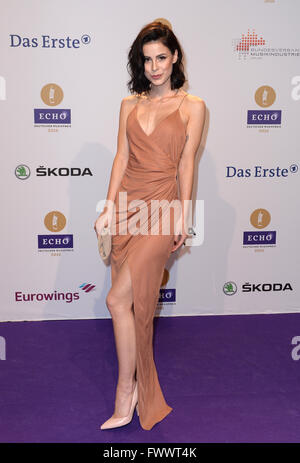 Berlin, Germany. 07th Apr, 2016. Singer Lena Meyer-Landrut arrives to the 25th Echo music award ceremony in Berlin, - Stock Photo