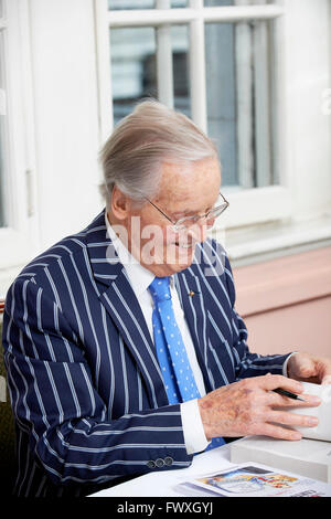 Nicolas Parsons at the Oldie Literary Lunch 5/4/16 - Stock Photo