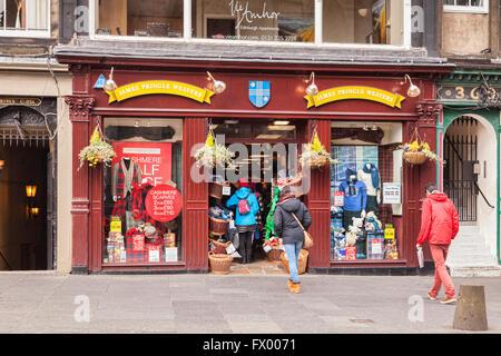 James Pringle Weavers, cashmere and tartan shop in the Royal Mile, Edinburgh, Scotland, UK - Stock Photo