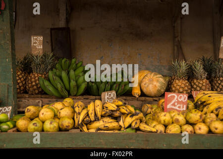 Fruits and vegetables market in Old Havana - Stock Photo