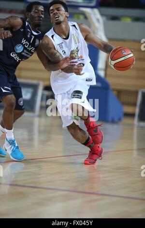 Stratford, UK. 08th Apr, 2016. Copper Box Arena, Stratford, United Kingdom - British Basketball Leage match between - Stock Photo