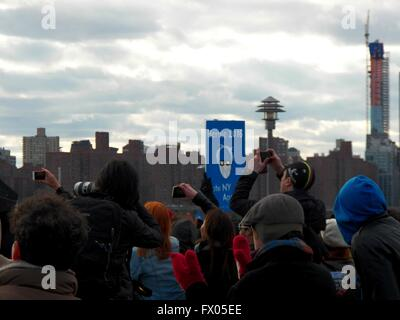 Brooklyn, New York, USA. 09th Apr, 2016. Hundreds of New Yorkers attend rally for Bernie Sanders at Transmitter - Stock Photo