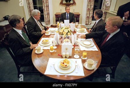 senate dining room. Photo By Mark Reinstein  Washington District of Columbia USA 10th Oct 2001 United States President Republican Senator Trent Lott Mississippi talks to reporters