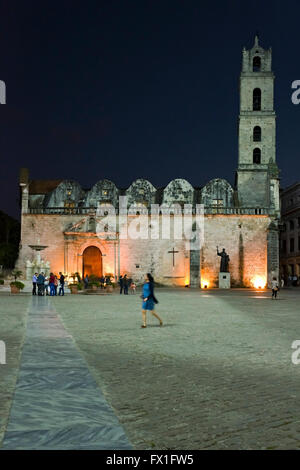 Vertical view of Convento de San Francisco de Assisi in Plaza de San Francisco at night, Cuba - Stock Photo
