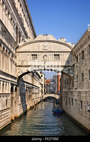 The 'Bridge of Sighs' (Ponte dei Sospiri) connecting the Palazzo Ducale with the New Prison. Venice, Italy. - Stock Photo