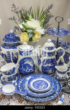 ... Blue and white transferware Spode willow pattern tea set on lace cloth for wedding afternoon tea & Willow pattern Spode cup and saucer Stock Photo: 15948424 - Alamy
