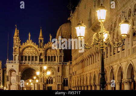 Venedig Basilica di San Marco bei Nacht - Venice in Italy, Basilica di San Marco by night - Stock Photo