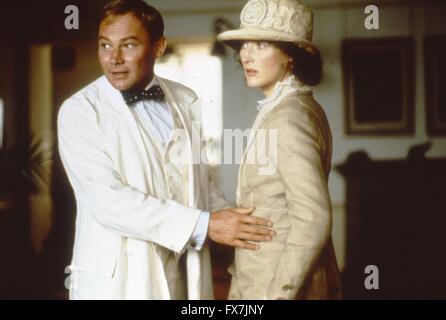 Out of Africa Year : 1985 USA Director : Sydney Pollack Klaus Maria Brandauer, Meryl Streep - Stock Photo