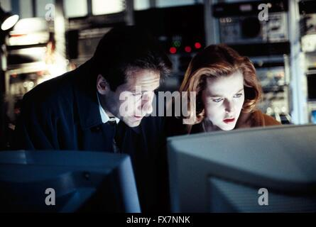 The X Files TV Series 1993 - 2002 USA 1994 Season 2 Created by Chris Carter David Duchovny , Gillian Anderson - Stock Photo