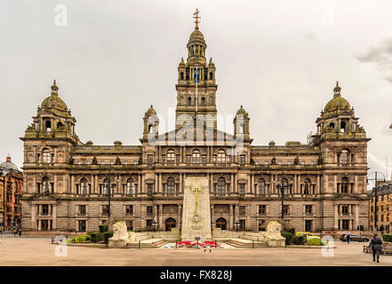 The Cenotaph war memorial in front of the City Chambers in George Square, Glasgow, Scotland - Stock Photo