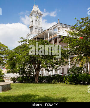 The House of Wonders in Stone Town Zanzibar from the Forodhani Gardens on the town sea front - Stock Photo