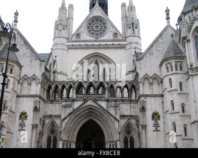 The main entrance to the Royal Courts of Justice building in central London. - Stock Photo
