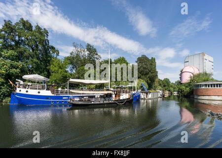 Captn Schillow boat restaurant and cafe near Charlottenburg gate at Landwehr Canal in Tiergarten, Landwehrkanal,  Berlin Germany