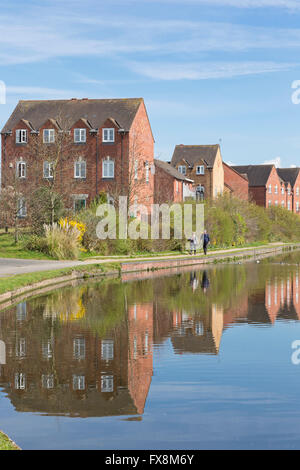 Waterside housing in Kidderminster on the Staffs and Worcester Canal, Worcestershire, England, UK - Stock Photo