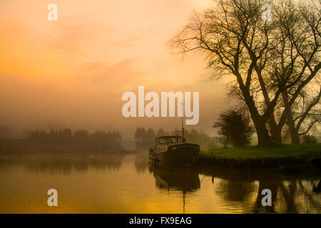 Sun mist clouds at Rufford, Lancashire, 13th April, 2016. UK Weather. Fog at dawn over the waterway. A cold, misty - Stock Photo