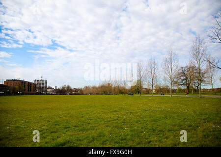 Finsbury Park, North London, UK. 13th April, 2016. UK Weather: Warm and sunny spring morning in Finsbury Park, North - Stock Photo