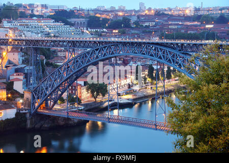 dom-luis-bridge-ponte-luis-i-in-the-even