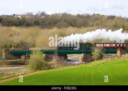 Steam train LMS Royal Scot Class 7P 4-6-0 46100 Royal Scot. Cummersdale Viaduct, Cummersdale, Carlisle, Cumbria, - Stock Photo