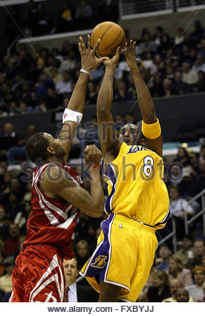 f49042047 Los Angeles Lakers  Kobe Bryant (8) lays the ball in over San ...