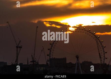 London, UK. 14th April, 2016. Evening sunset behind The London Eye Credit:  Guy Corbishley/Alamy Live News - Stock Photo