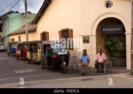 Sri Lanka, Galle Fort, Church Street, auto rickshaws (tuk-tuks) outside Barefoot shop - Stock Photo