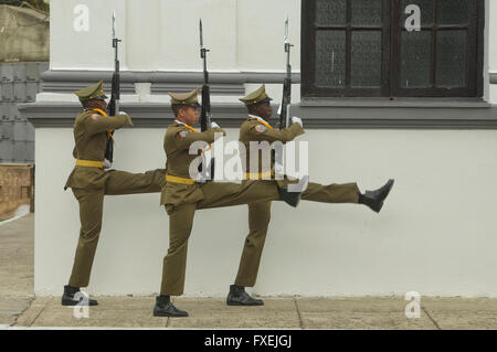 Soldiers guarding the mausoleum of Jose Marti, Cementerio Santa Ifigenia, Santiago de Cuba, Cuba - Stock Photo