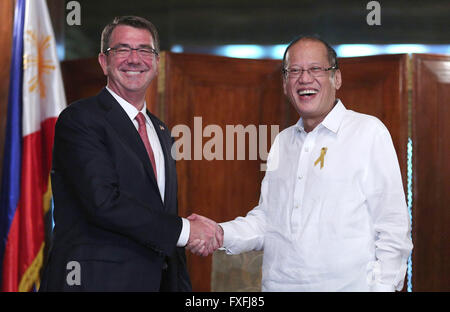 Manila, Philippines. 14th April, 2016. U.S Secretary of Defense Ash Carter smiles as he is welcomed by Philippine - Stock Photo