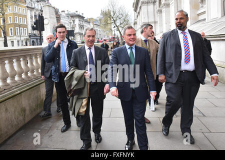 Downing Street, London, UK. 15th April 2016. UKIP MEP Nigel Farage hands back his EU leaflet to No 10 Downing Street, - Stock Photo