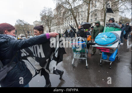 London, UK. 15th April, 2016. Direct action group Streets Kitchen which which supports homeless on London streets - Stock Photo
