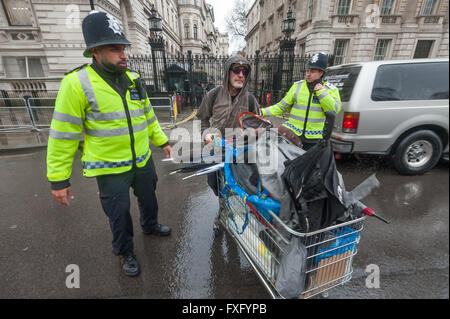 London, UK. 15th April, 2016. Police officers insist the direct action group Streets Kitchen let one lane of traffic - Stock Photo