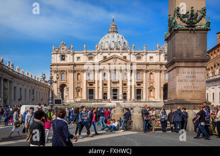 Rome, Italy.  St Peter's Basilica seen across St Peter's Square. - Stock Photo