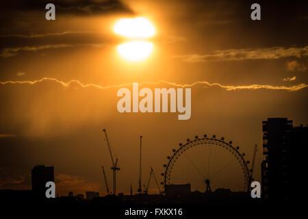 London, UK. 16th April, 2016. Evening sunset over The London Eye Ferris Wheel Credit:  Guy Corbishley/Alamy Live - Stock Photo