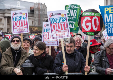 London, UK. 16th April, 2016. Protesters wait in Trafalgar Square to listen to the speakers at the March for Health, - Stock Photo