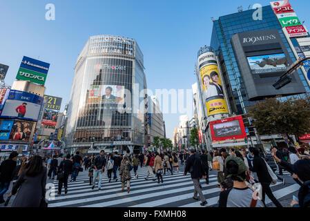 Shibuya crossing in Tokyo, Japan - Stock Photo