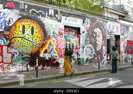 Tourists visiting the Serge Gainsbourg 's tagged house, 5 bis rue de Verneuil Paris - Stock Photo