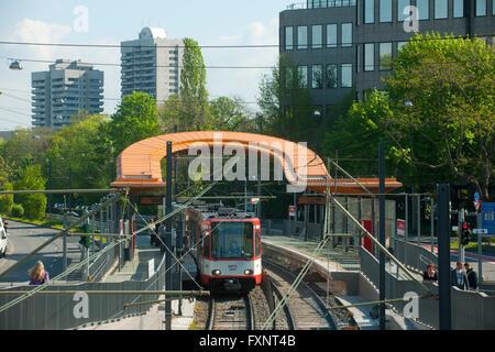 Deutschland, Köln, Riehl, Strassenbahnhaltestelle Riehler Strasse