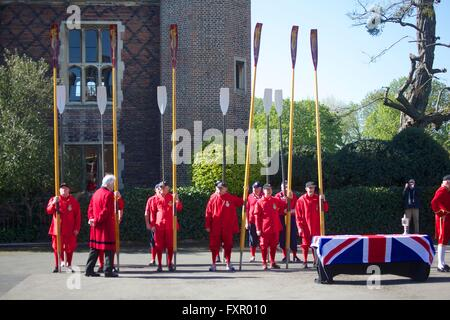 East Molesey, Surrey, United Kingdom. 17 April 2016.  The Thames Watermen wait for the arrival of the 'Stela' (a - Stock Photo